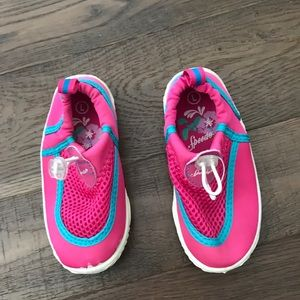 Speedo toddler aqua shoes. Pink